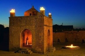 located-in-baku-azerbaijan-it-was-used-as-a-hindu-and-zoroastrian-place-of-worship-atash